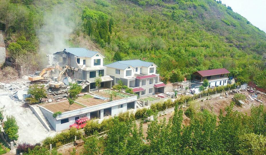 卧虎山水库北岸7栋违建别墅拆除 面积达4000平方米