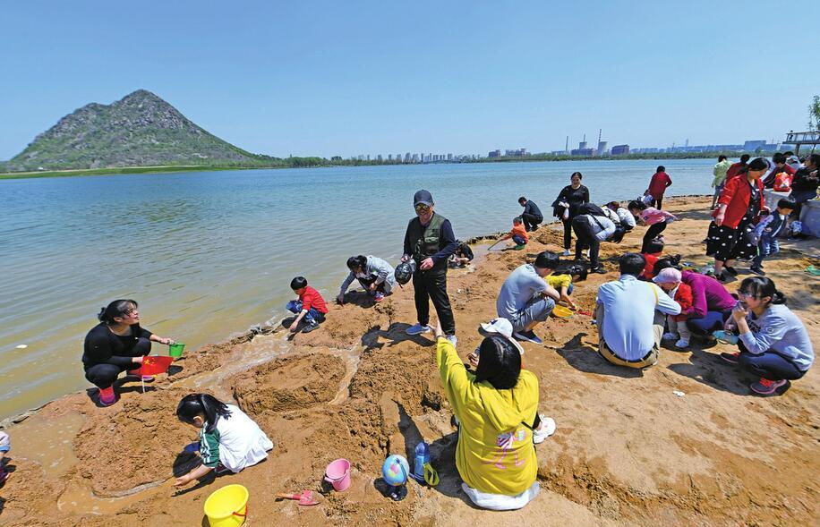 华山历史文化湿地公园二期开放首日纳客超5万人次
