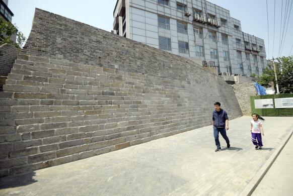 """济南600年古城墙掀起""""盖头""""修复开放"""
