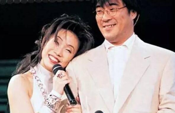 15年后第一次!李宗盛林忆莲同框 两人与女儿李喜儿见面