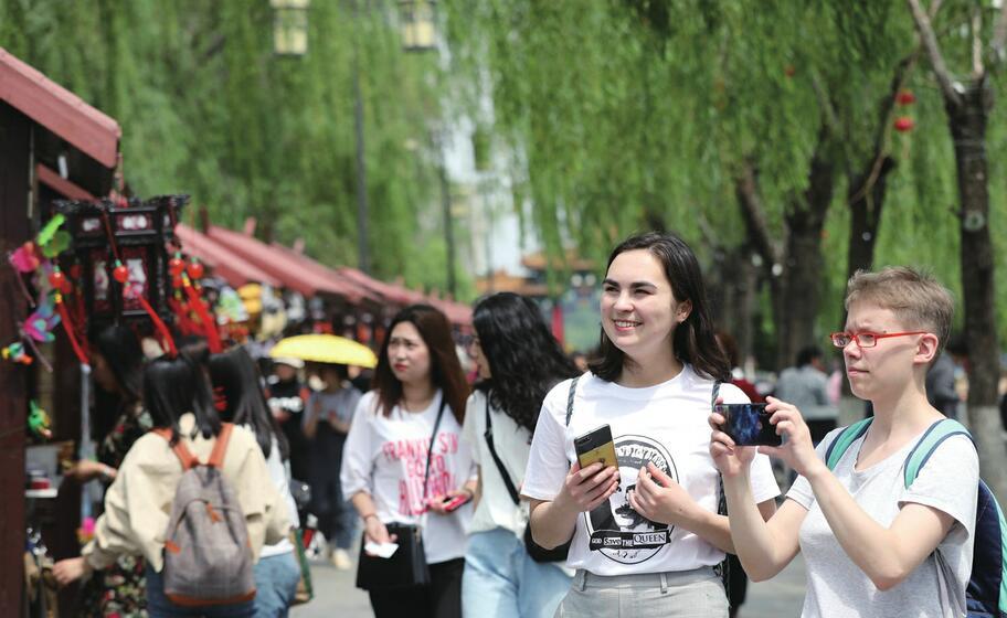 """济南17家景区""""吸金""""5878.4万元 """"五一""""假期累计接待游客212.36万人次"""