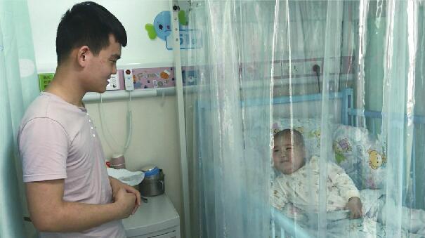 3岁的闺女罹患白血病小儿子刚出生 90后奶爸:我想姐弟俩能一起长大