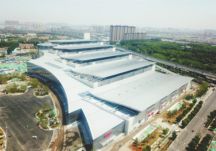 济南西部国际会展中心下月底主体封顶