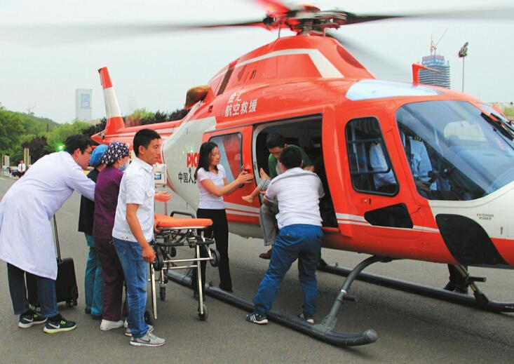 济宁3岁男童颅内感染 直升机6分钟空中急运直抵龙奥北广场