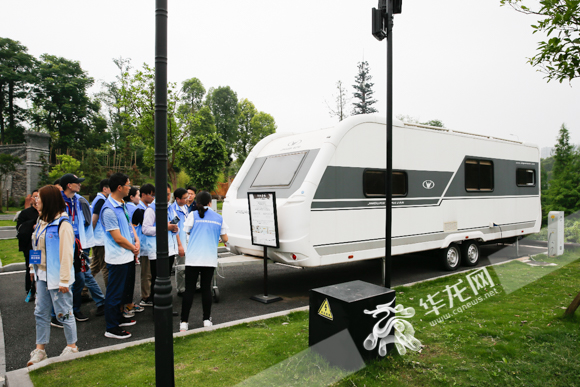 百名网络媒体记者齐聚金冠汽车 探访高端房车如何实现重庆造