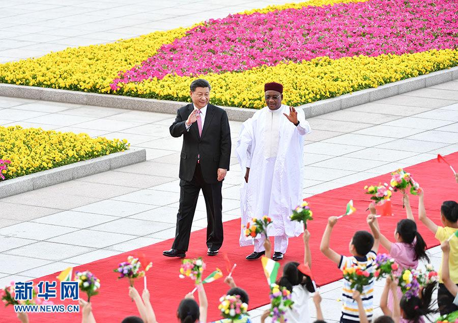 习近平同尼日尔总统伊素福举行会谈
