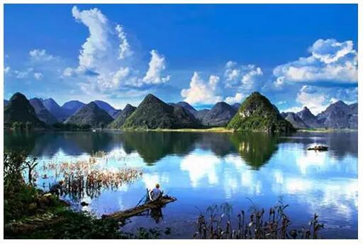 """习近平绘出""""天蓝山绿水清""""的江山丽景图"""