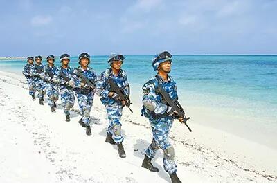 1982年,岛上种活了第一棵椰子树;直到2002年,中建官兵才收获了第一枚