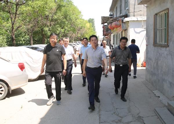 谢兆村同志督导迎接国家卫生城市复审工作