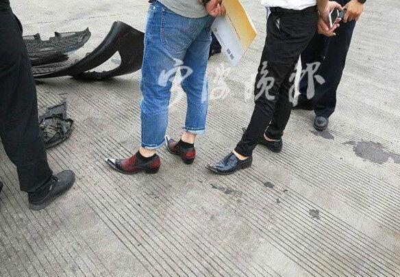 惊呆了!男子穿高跟鞋开车是什么情况?真相曝光了原来是这样