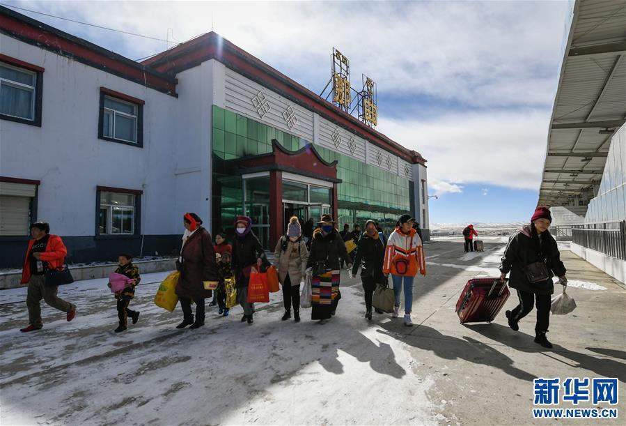 开拓雪域高原的梦想之路——来自青藏铁路的蹲点报告
