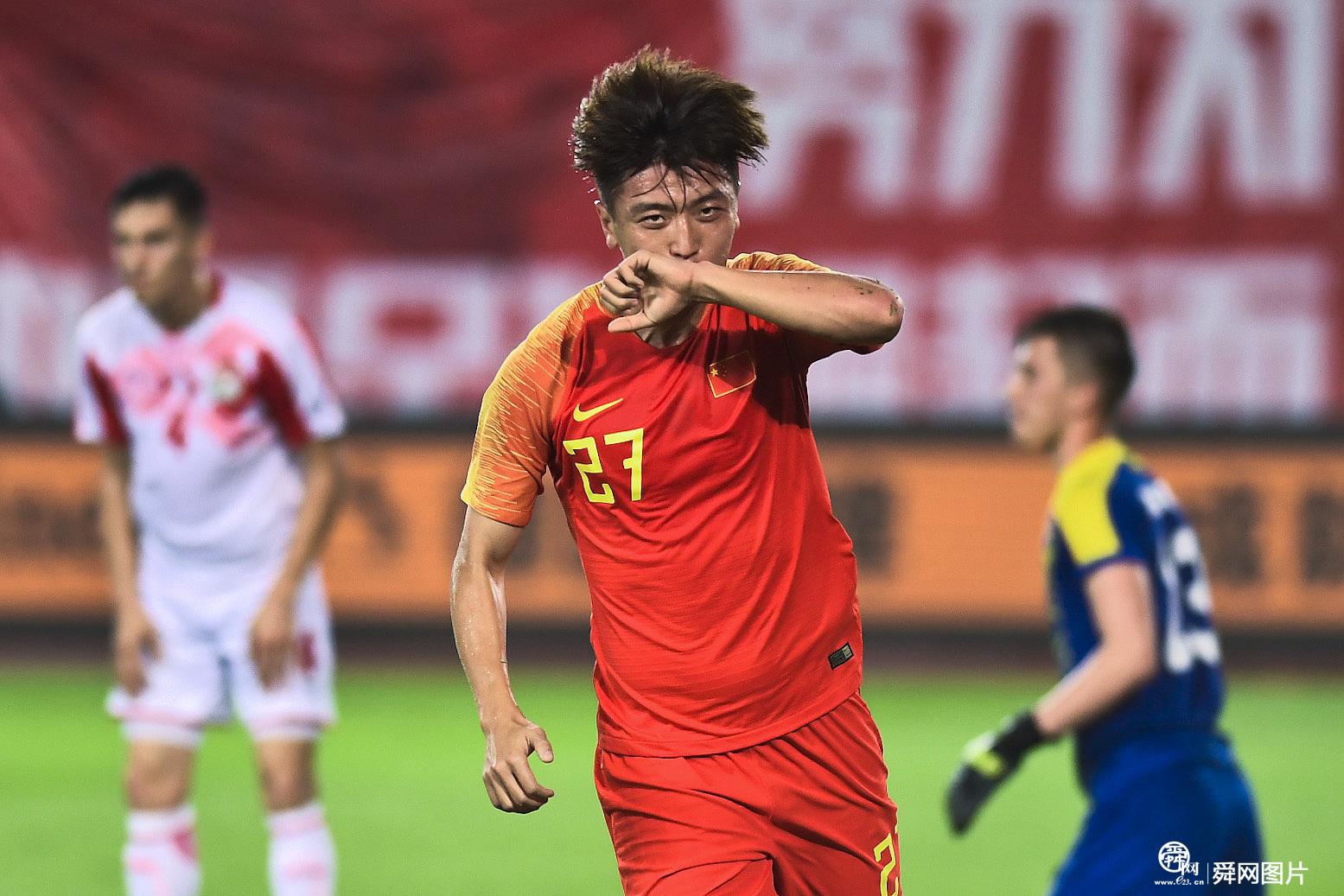 国足1:0塔吉克斯坦 鲁能两将踢满全场