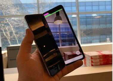 扎心了老铁!AT&T取消三星订单 折叠屏手机到底是突破还是灾难?
