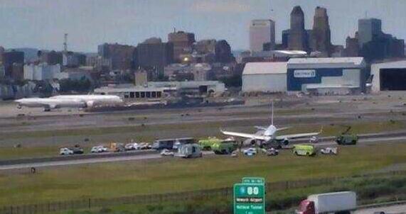 客机爆胎滑出跑道 所幸几乎没有造成伤亡