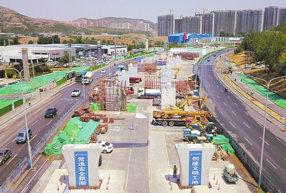 濟南順河快速路南延跨線橋墩柱成型