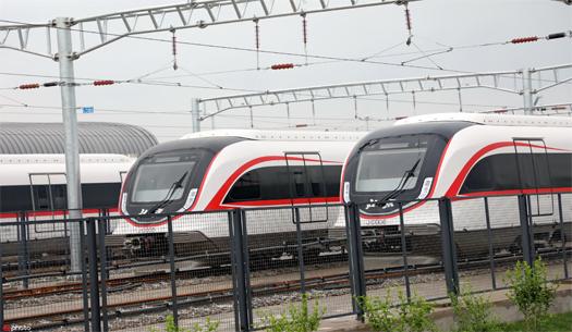 """北京新机场线""""白鲸号""""列车空载试运行 草桥到新机场仅需19分钟"""