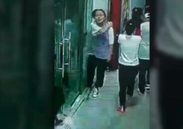 地震时13岁女生指挥同学撤离 面...