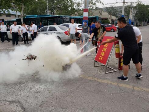 济南公交精心演练,备战汛期