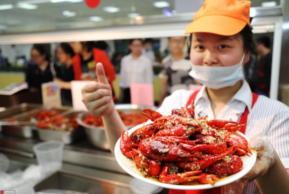 美团用户一年消费4.5万吨小龙虾