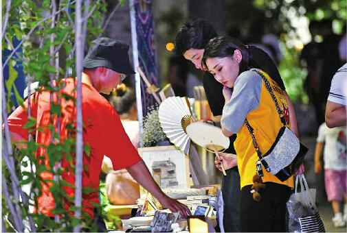 小南湖夜市让百花洲亮出另一面 游客尽情体验济南夜生活