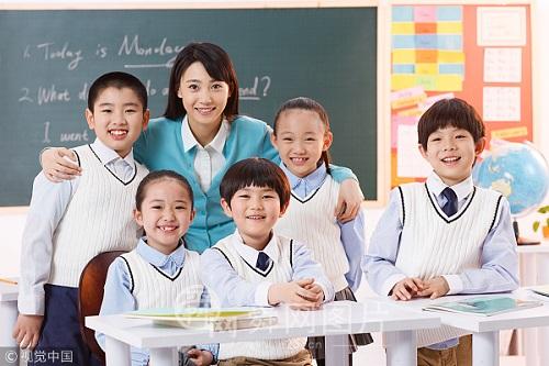 在全国中小学积极推进冰雪运动