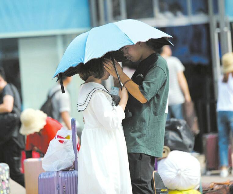 暑運大潮開啟 濟南火車站迎來離別季
