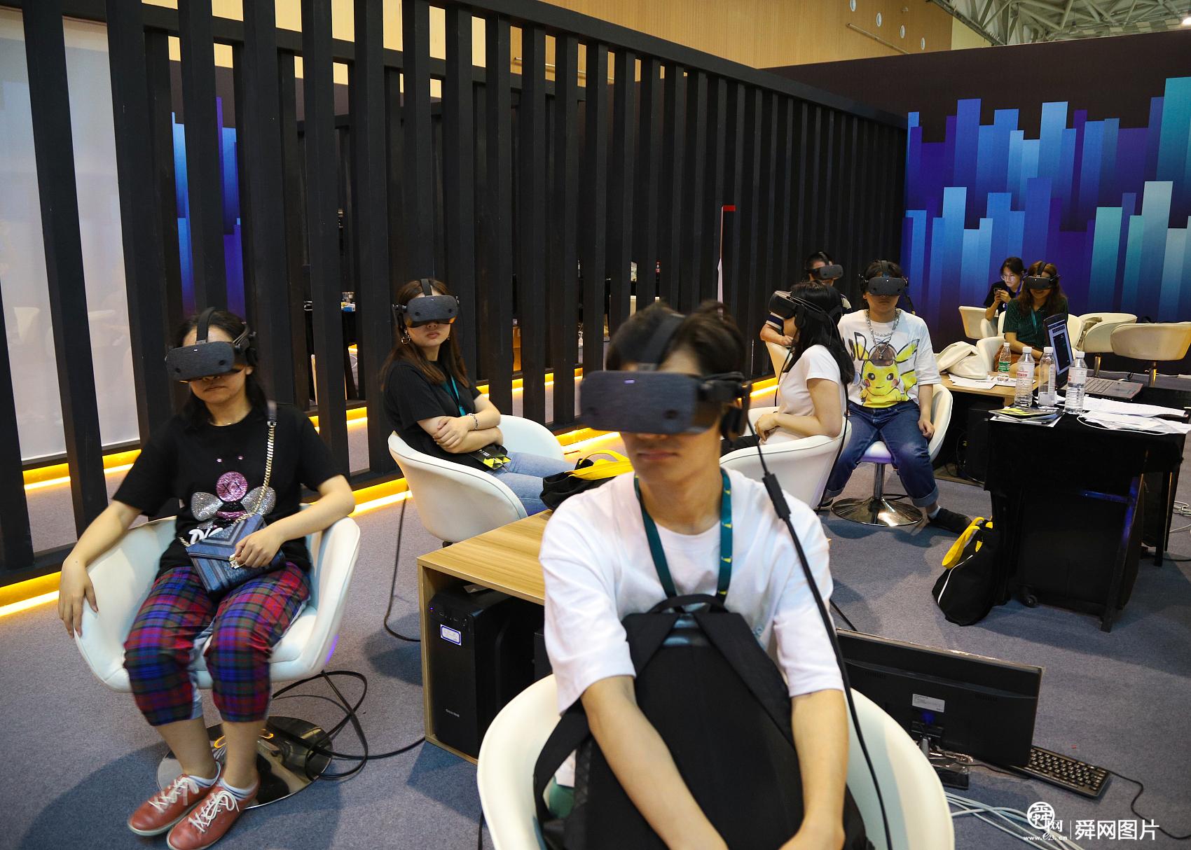 科技感十足!实拍2019国际虚拟现实创新大会现场
