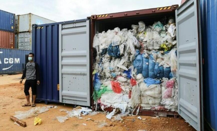 印尼退回来自欧美的进口垃圾 已发现49个欧美垃圾集装箱