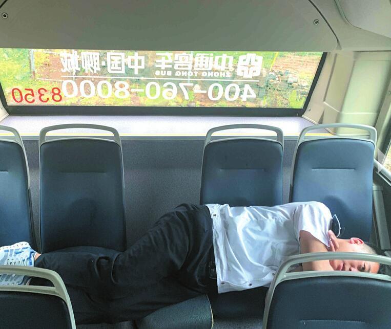 """深山里的公交""""摆渡人"""":815路司机一天跑8趟 连接玉水村与仲宫"""