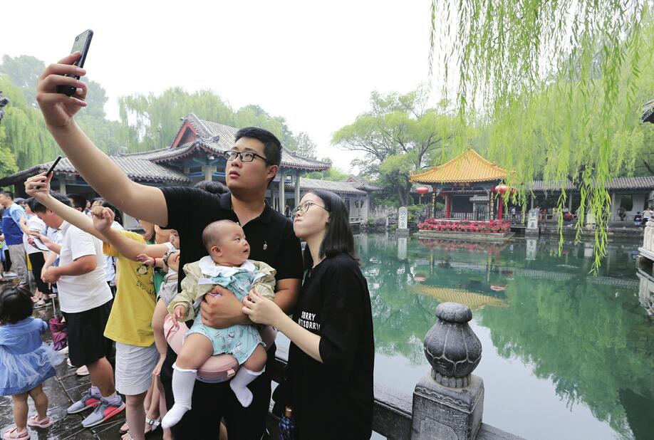 """""""泉水游""""升温 88百家乐现金网多处名泉景点引游客打卡"""