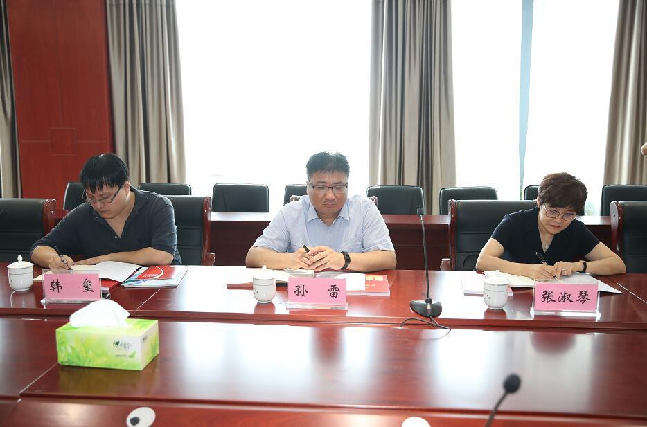 省委网信办领导来报业集团调研媒体融合工作