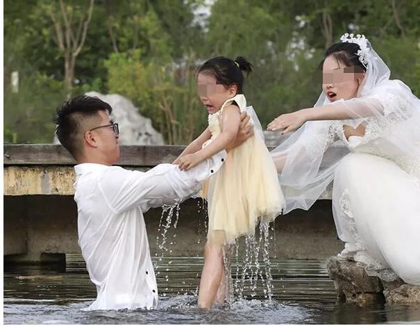 迷雾重重!官方查最美婚纱照什么情况? 与2005年拍摄的一组照片过于雷同