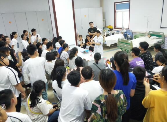 院科合力 夯实护理岗前第一课市四院迎来200余名护理实习生