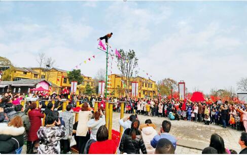 【看长江之变】40个贫困户脱贫 武汉黄陂杜堂村美了,村民富了!