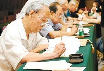 陕师大手写通知书火了!毛笔手写通知书 年龄最大的老教授已86岁了