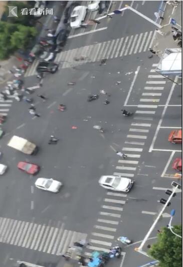事故惨烈!常州奔驰连撞多车致3人死亡