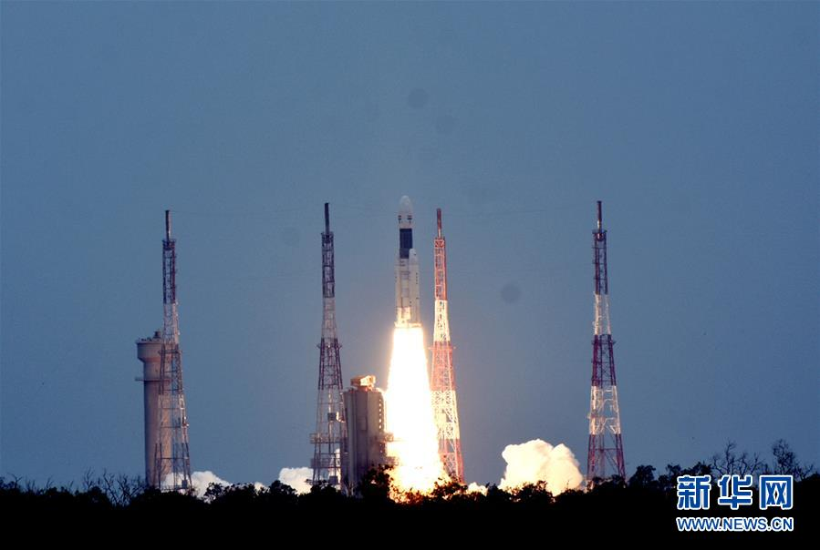 """印度成功发射""""月船2号""""月球探测器 预计在9月实施月球着陆"""