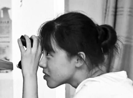 """左眼失明、右眼视力0.1 """"望远镜女孩""""高分考上人大"""