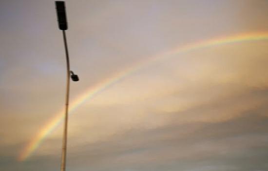 美丽绝伦!雨后北京出现彩虹 雨后彩虹绚丽灿烂为夏日增添色彩