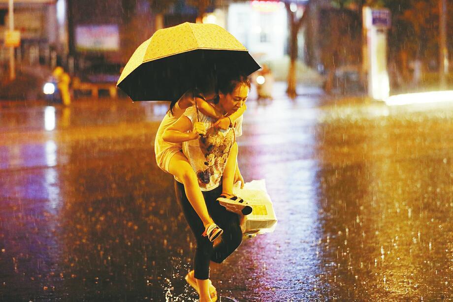 """济南:""""退烧雨""""深夜送清凉"""