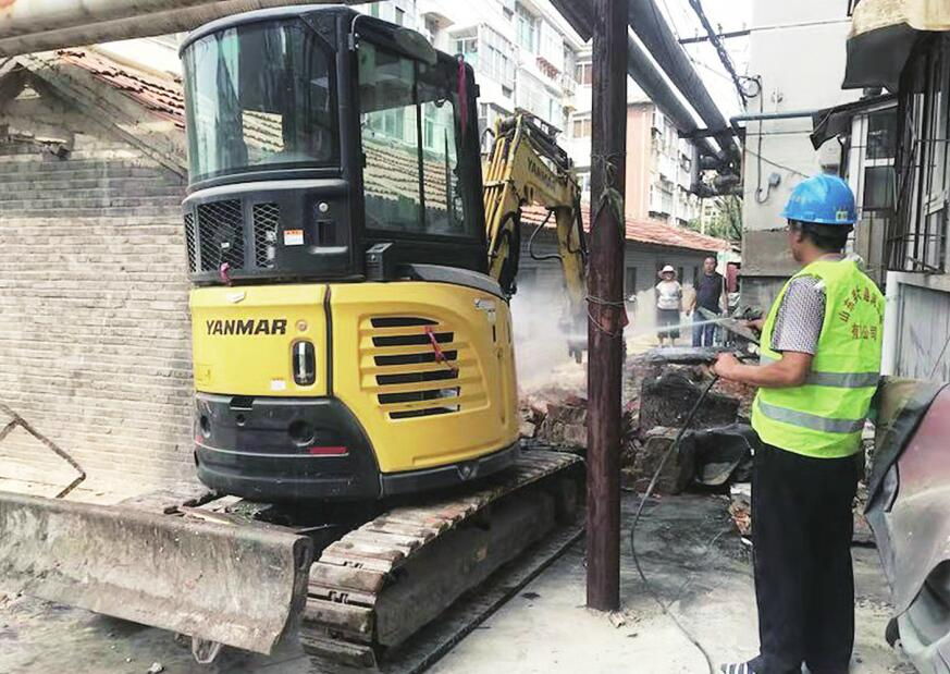济南花园路102号院40余处违建开拆 计划3天拆除完毕