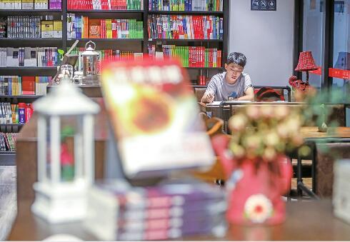 """驻济高校书店""""生意经""""咋念?有的靠多种经营拉动客流谋销量"""
