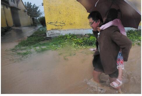 村民互助,铲车出动,200余人台风中转移!看一个村庄快速突围
