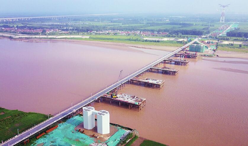 齐鲁黄河大桥主跨双桥墩成型