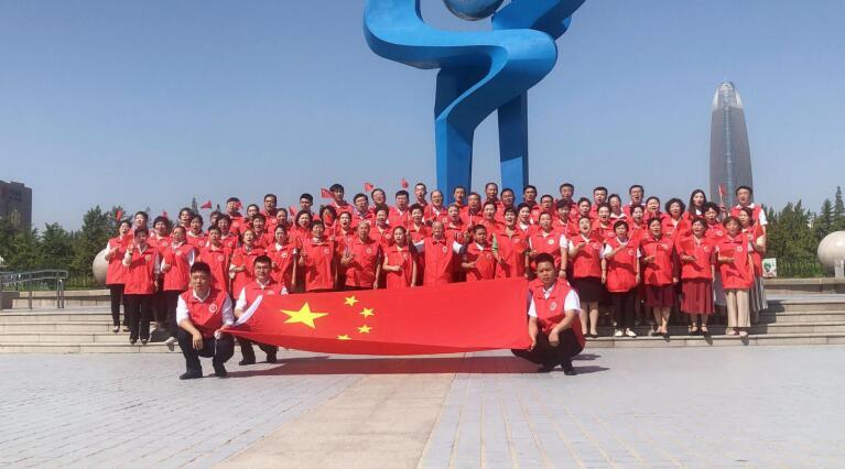 """传递深厚爱国之情——""""我爱你,中国系列主题活动之'我是护旗手'爱国主义歌曲联唱活动""""在泉城广场启动"""
