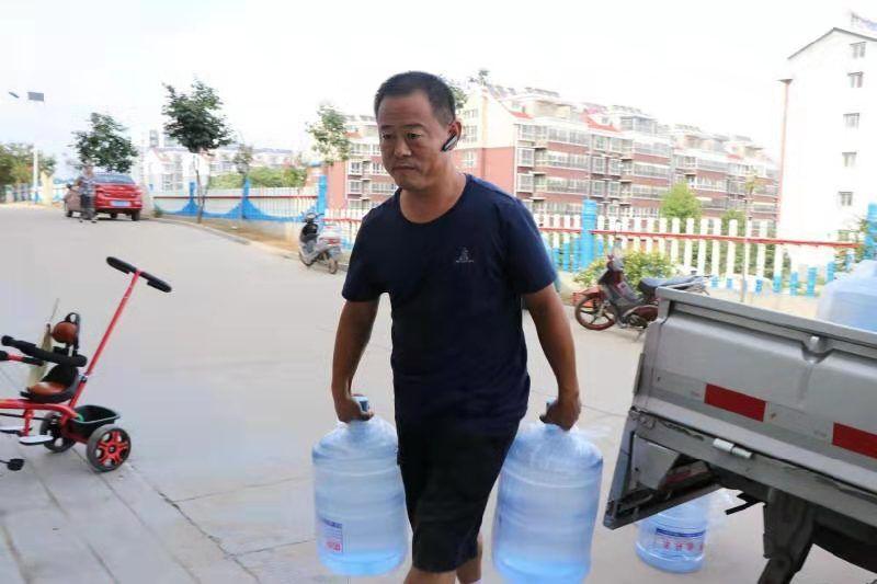 [温暖泉城]只一条短信就随叫随到——他为贫困户免费送水14年