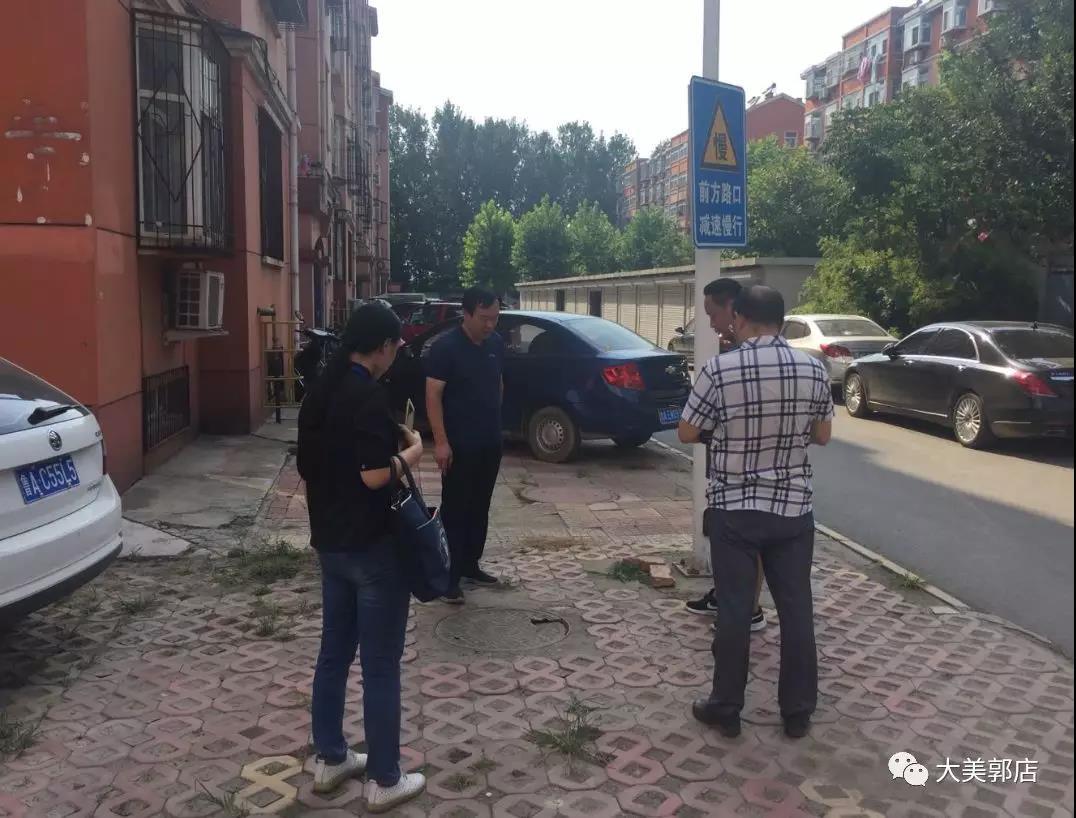 """东风街道人社中心联合化纤社区开展""""情系农民工、夏季送清凉""""活动"""