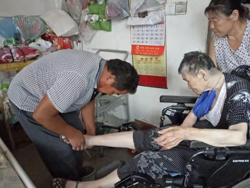 [温暖泉城]15年如一日悉心照料瘫痪岳母