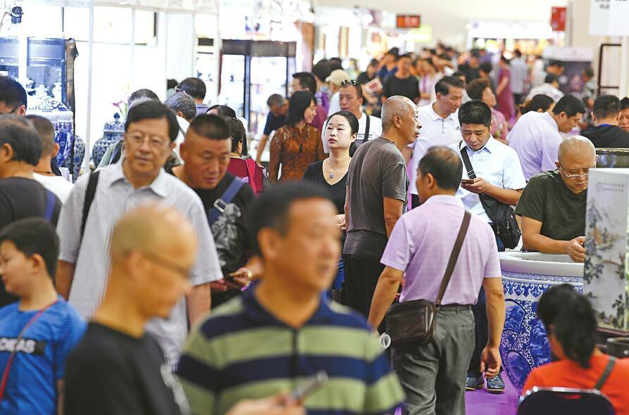 艺术的周末一起打卡艺博会 第七届济南艺博会昨日迎来观众4万人次