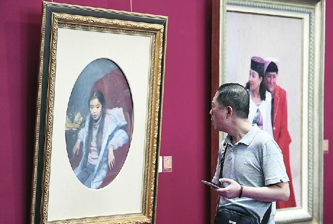 """陶瓷油画等艺术品受市民热捧 本届艺博会今日闭幕 想来""""淘宝""""要抓紧时间了"""